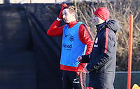 David Abraham (Eintracht Frankfurt) wischt sich den Schweiss weg nach dem ersten Training nach zwei Monaten Verletzungspause - 14.02.2018: Eintracht Frankfurt Training, Commerzbank Arena