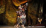 RAYMONDA..Choregraphie : PETIPA Marius,NOUREEV Rudolf.Compagnie : Ballet de l Opera National de Paris.Orchestre : Colone.Decor : GEORGIADIS Nicholas.Lumiere : PEYRAT Serge.Costumes : GEORGIADIS Nicholas.Avec :.LE RICHE Nicolas:Abderam.Lieu : Opera Garnier.Ville : Paris.Le : 30 11 2008.© Laurent PAILLIER / photosdedanse.com