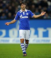 FUSSBALL   1. BUNDESLIGA   SAISON 2011/2012    15. SPIELTAG FC Schalke 04 - FC Augsburg            04.12.2011 Raul (FC Schalke 04)