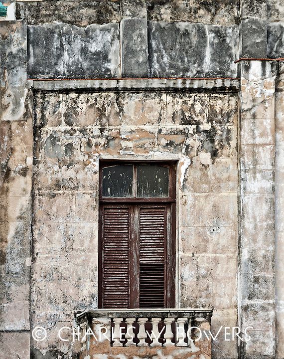 Everyday Cuba stately balcony and entry door<br />