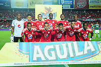 CALI -COLOMBIA-11-08-2016: Jugadores de América Cali posan para una foto previo al encuentro con Deportivo Cali por los octavos de final de la Copa Águila 2016 jugado en el estadio Pascual Guerrero de la ciudad de Cali. / Players of America de Cali pose to a photo prioor the match against Deportivo Cali for the knockout final of the Aguila Cup 2016 played at Pascual Guerrero stadium in Cali. Photo: VizzorImage/ NR /