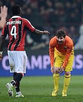 FUSSBALL  CHAMPIONS LEAGUE  ACHTELFINALE  HINSPIEL  2012/2013      AC Mailand - FC Barcelona     20.02.2013 Lionel Messi (re, Barca) ratlos und Muntari Sulley Ali (li, AC Mailand)
