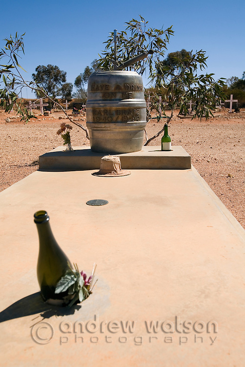 A beer keg headstone marks the grave of a Coober Pedy resident who was fond of a drink.   Cemetery in Coober Pedy, South Australia, AUSTRALIA.