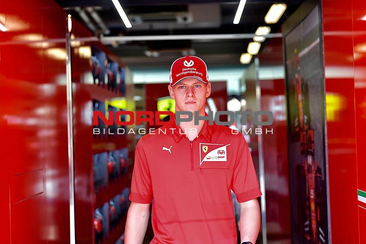 28.11.2019, Yas Marina Circuit, Abu Dhabi, FORMULA 1 ETIHAD AIRWAYS ABU DHABI GRAND PRIX 2019<br />, im Bild<br /> Mick Schumacher (GER) in der Ferrari Box<br /> <br /> Foto © nordphoto / Bratic