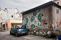 Palermo, quartiere Borgo vecchio, periferia degradata nel cuore della citt&agrave;, murales dipinti su ispirazione dei disegni dei bambini.<br /> Palermo: &quot;Borgo Vecchio district&quot; deprived suburb within the heart og the city, murales painted by the artist Ema inspired by the drawings of the children of the district