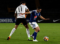 BOGOTÁ - COLOMBIA, 15-08-2018: Gabriel Hauche (Der.) jugador de Millonarios (COL), disputa el balón con Enrique Borja (Izq.) jugador de General Díaz (PAR), durante partido de vuelta entre Millonarios (COL) y General Díaz (PAR), de la segunda fase por la Copa Conmebol Sudamericana 2018, en el estadio Nemesio Camacho El Campin, de la ciudad de Bogotá. / Gabriel Hauche (R) player of Millonarios (COL), figths for the ball with Enrique Borja (L) player of General Diaz (PAR), during a match of the second leg between Millonarios (COL) and General Diaz (PAR), of the second phase for the Conmebol Sudamericana Cup 2018 in the Nemesio Camacho El Campin stadium in Bogota city. VizzorImage / Luis Ramirez / Staff.