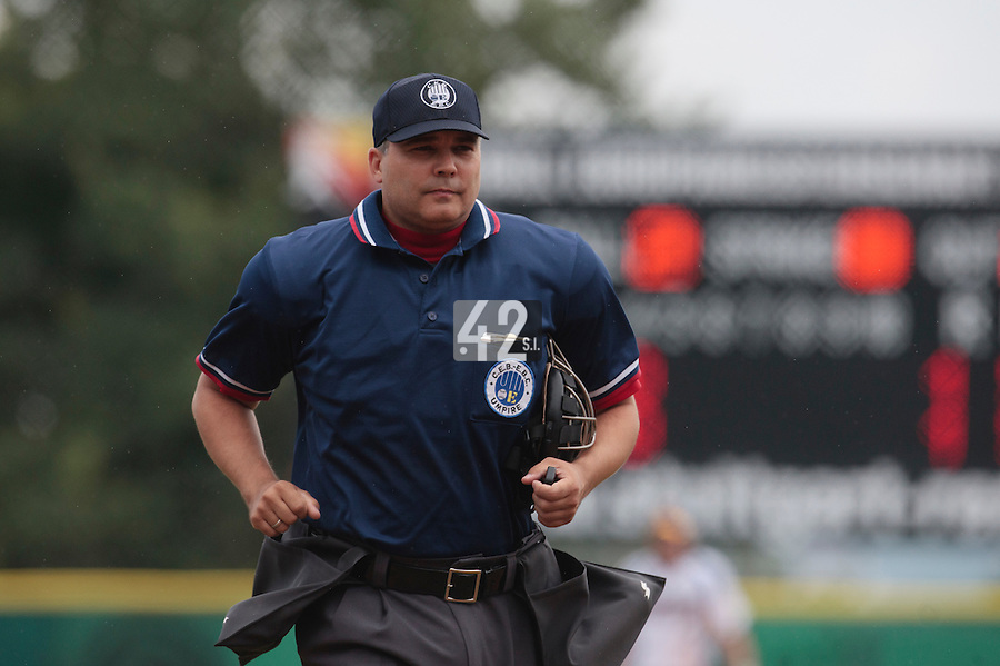 30 july 2010: Home plate umpire Jens Waider is seen during Sweden 3-2 win over France, in day 6 of the 2010 European Championship Seniors, at TV Cannstatt ballpark, in Stuttgart, Germany.