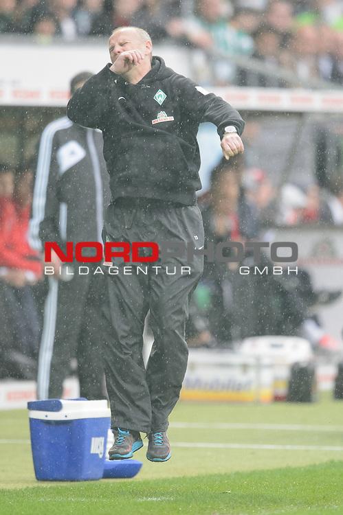 11.05.2013, Weser Stadion, Bremen, GER, 1.FBL, Werder Bremen vs Eintracht Frankfurt, im Bild<br /> Thomas Schaaf (Trainer Werder Bremen)<br /> Gestik, Mimik,<br /> <br /> Foto &copy; nph / Kokenge