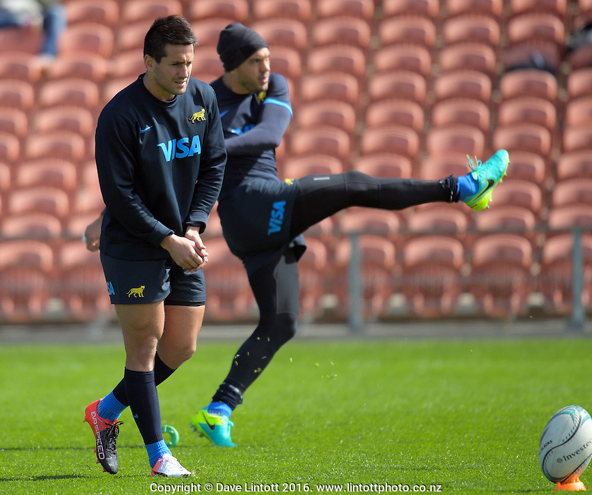 Iglesias Santiago Gonzalez and Juan Martin Hernandez practise their kicking during the Argentina Pumas rugby captain's run at Waikato Stadium in Hamilton, New Zealand on Friday, 9 September 2016. Photo: Dave Lintott / lintottphoto.co.nz