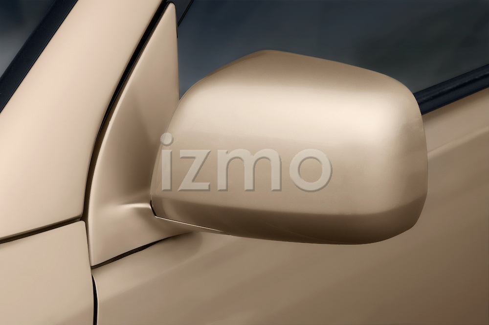 Driver side mirror detail of a Toyota Highlander Hybrid 2006
