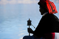 CHINA Yunnan, Lugu Lake , ethnic minority Mosuo who are buddhist and women have a matriarch / CHINA Provinz Yunnan , ethnische Minderheit Mosuo am Lugu See , die Mosuo sind Buddhisten und Mosuo Frauen ueben ein Matriarchat aus