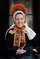 Schagen. Jaarlijkse Westfriese  Folkloredagen. Tijdens de Klederdrachtdag komen verschilende klederdrachtgroepen uit l Nederland naar Schagen. Klederdracht uit Oldebroek