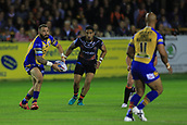 8th September 2017, The Mend-A-Hose Jungle, Castleford, England; Betfred Super League, Super 8s; Castleford Tigers versus Leeds Rhinos; Adam Cuthbertson passes the ball to Jamie Jones-Buchanan of Leeds Rhinos