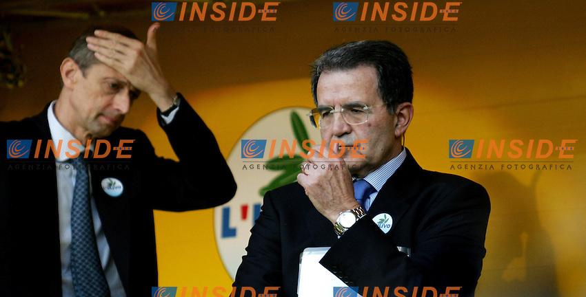 Roma, 07/04/06 Chiusura della campagna elettorale dell'Ulivo a Piazza del Popolo. Nella foto leader dell'Ulivo Romano Prodi e Piero Fassino.<br /> <br /> Photo Antonietta Baldassarre Insidefoto