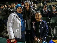 Liliana Hurtado ,Claudia lizalde y Adrián González, durante el tercer juego de la Serie entre Tomateros de Culiacán vs Naranjeros de Hermosillo en el Estadio Sonora. Segunda vuelta de la Liga Mexicana del Pacifico (LMP) **26Dici2015.<br /> **CreditoFoto:LuisGutierrez<br /> **<br /> Shares during the third game of the series between Culiacan Tomateros vs Orange sellers of Hermosillo in Sonora Stadium. Second round of the Mexican Pacific League (PML)