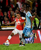 BOGOTA - COLOMBIA - 30 - 11 - 2017: Anderson Plata (Izq.) jugador de Independiente Santa Fe disputa el balón con Leonardo Escorcia (Der.) jugador de Jaguares F. C., durante partido de vuelta de los cuartos de final entre Independiente Santa Fe y Jaguares F. C., de la Liga Aguila II 2017 en el estadio Nemesio Camacho El Campin de la ciudad de Bogota. / Anderson Plata (L) player of Independiente Santa Fe struggles for the ball with Leonardo Escorcia (R) player of Jaguares F. C., during a match between Independiente Santa Fe y Jaguares F. C., of the quarter of finals for the Liga Aguila II 2017 at the Nemesio Camacho El Campin Stadium in Bogota city, Photo: VizzorImage / Luis Ramirez / Staff.