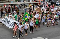 CURITIBA, PR, 01.11.2014 - ATO DE IMPEACHMENT DILMA / CURITIBA - Manifestantes fazem protesto pelas ruas do centro de Curitiba, na tarde deste sabado (01) para pedir o Impeachment da então reeleita presidente da Republica Dilma Roussef (PT) por ato de corrupçao e a solicitaçao que o TSE julgue  a recontagem dos votos das eleições para presidente da república. Foto: Paulo Lisboa / Brazil Photo Press)