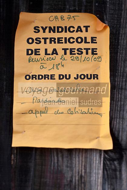 Europe/France/Aquitaine/33/Gironde/Bassin d'Arcachon/La Teste de Buch: Port ostréicole - Affichage du Syndicat Ostréicole concernant la crise ostréicole