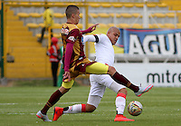 BOGOTA - COLOMBIA - 30-08-2015: Matheus Uribe jugador del Deportes Tolima  disputa el balon con Gustavo Bolivardel Cucuta Deportivo    durante partido  por la fecha 9 de la Liga Aguila II 2015 jugado en el estadio Metropolitano de Techo . / Matheus Uribe player of Deportes Tolima   fights the ball against Gustavo Bolivarof Cucuta Deportivo during a match for the ninth date of the Liga Aguila II 2015 played at Metropolitano  the Techo  stadium in Bogota  city. Photo: VizzorImage / Felipe Caicedo / Staff.