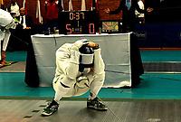 BOGOTA – COLOMBIA – 26 – 05 – 2017: Michael Geraghty, de Irlanda, reacciona después de perder combate con Gustavo Coqueco de Colombia, durante Varones Mayores Epee del Gran Prix de Espada Bogota 2017, que se realiza en el Centro de Alto Rendimiento en Altura, del 26 al 28 de mayo del presente año en la ciudad de Bogota.  / Michael Geraghty, from Ireland, reacts after lose a combat with Gustavo Coqueco, from Colombia, during Senior Men´s Epee of the Grand Prix of Espada Bogota 2017, that takes place in the Center of High Performance in Height, from the 26 to the 28 of May of the present year in The city of Bogota.  / Photo: VizzorImage / Luis Ramirez / Staff.