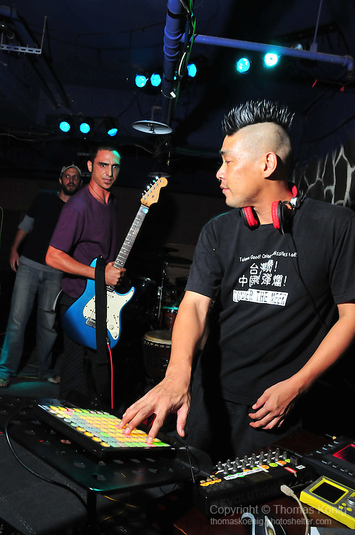 The Brickyard, Kaohsiung -- Go Chic rock the house with an incredibly energy-charged performance.