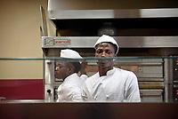 Palermo, centro d'accoglienza per minori non accompagnati Asante, laboratorio per imparare a fare la pizza.<br /> Palermo: community house  for unaccompanied foreign minors Asante, a non profit association, workshop to learn how to make pizza.
