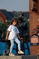 Großbritannien, Wales, Swansea, Dylan Thomas Denkmal.Dylan Thomas monument