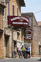 wine shop cyclists baronnie d'estouard chateauneuf du pape rhone france