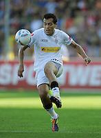 FUSSBALL   1. BUNDESLIGA  SAISON 2011/2012   8. Spieltag   01.10.2011 SC Freiburg - Borussia Moenchengladbach         Juan Arango (Borussia Moenchengladbach) am Ball