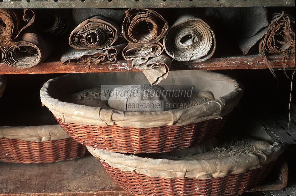 Europe/France/Midi-Pyrénées/46/Lot/Montvalent: Dans le fournil de Florent Ricou boulanger au four communal du Vayssou la pate repose