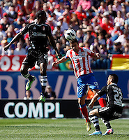 Atletico's Gabi and Granada's Ighalo and Torje (r) during La Liga BBVA match. April 14, 2013.(ALTERPHOTOS/Alconada)