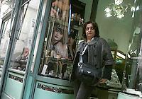 """La giornalista de """"Il Mattino"""" Rosaria Capacchione lascia la sua profumeria di fiducia dopo una commissione, a Caserta, 14 novembre 2008..UPDATE IMAGES PRESS/Riccardo De Luca"""