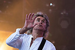 © Joel Goodman - 07973 332324. 06/08/2017 . Macclesfield , UK . JOHN PARR flicks his guitar pick in the air and catches is during a performance at the Rewind Festival , celebrating 1980s music and culture , at Capesthorne Hall in Siddington . Photo credit : Joel Goodman