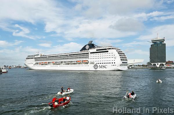 Nederland Amsterdam 2016. Cruiseschip MSC Opera op het IJ.  Foto Berlinda van Dam / Hollandse Hoogte