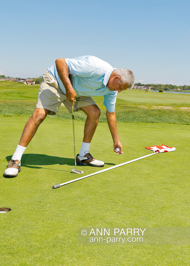 Oceanside, New York, USA. 2nd August 2013. LEON PALEY, of Neponsit, NY, is golfing at South Bay Country Club.<br />