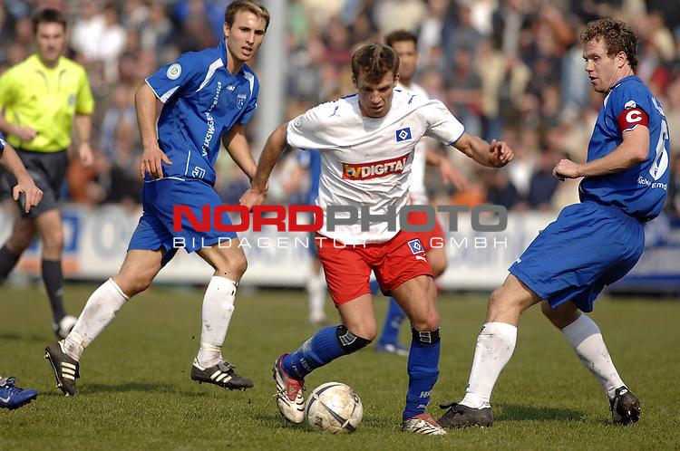 RLN 2006/2007 - 29.Spieltag RŁckrunde   Kickers Emden - HSV II<br /> <br /> am Ball: Steffen Lauser - rechts: Mario Neunaber<br /> <br /> <br /> <br /> Foto &copy; nordphoto *** Local Caption *** Foto ist honorarpflichtig! zzgl. gesetzl. MwSt.<br /> <br /> <br /> <br /> Belegexemplar erforderlich