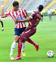 IBAGUE-COLOMBIA, 23-02-2020: Danovis Banguero de Deportes Tolima y Jefferson Gomez de Atletico Junior disputan el balon durante partido entre Deportes Tolima y Atletico Junior, de la fecha 6 por la Liga BetPlay DIMAYOR I 2020, jugado en el estadio Manuel Murillo Toro de la ciudad de Ibague. / Danovis Banguero of  Deportes Tolima and Jefferson Gomez  of Atletico Junior vie for the ball during a match between Deportes Tolima and Atletico Junior of the 6th date for the Liga BetPlay DIMAYOR I 2020, played at Manuel Murillo Toro stadium in Ibague city. / Photo: VizzorImage / Juan Carlos Escobar / Cont.