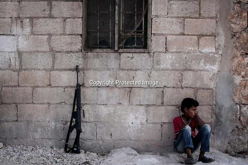 In this Thursday, Sep. 19, 2013 photo, a Syrian child sits on the street of a neighbouring village to Kafr Nabuda in the Idlib province countryside, Syria. (Photo/AP).
