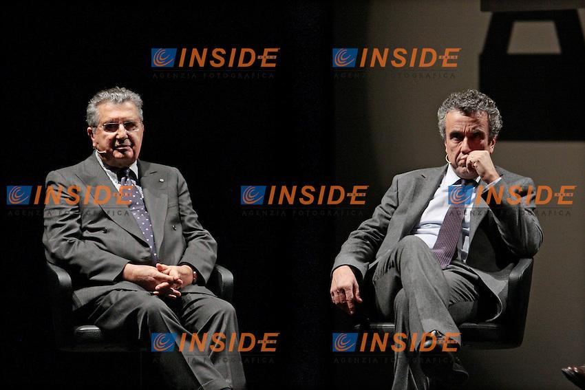"""Carlo De Benedetti, Fabrizio Barca.Roma 29/11/2012 Teatro Ambra. Incontro su """"Rimettere in moto l'Italia in un mondo globale""""..Photo Samantha Zucchi Insidefoto"""