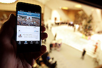 "Uno smartphone con il primo ""tweet"" in lingua araba di Papa Benedetto XVI su Twitter, durante l'udienza settimanale del mercoledi' in Aula Paolo VI, Citta' del Vaticano, 12 dicembre 2012..A smartphone showing Pope Benedict XVI's first ""tweet"" in Arabic on the social network Twitter is seen during the weekly general audience in the Paul VI hall at the Vatican, 12 December 2012..UPDATE IMAGES PRESS/Riccardo De Luca"