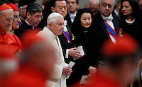 Il Papa Emerito Benedetto XVI fa il suo arrivo nella Basilica di San Pietro per il Concistoro celebrato da Papa Francesco per la creazione di 20 nuovi cardinali, Citta' del Vaticano, 14 Febbraio 2015.<br /> Pope Emeritus Benedict XVI arrives for the Consistory celebrated by Pope Francis for the creation of 20 new cardinals, in St. Peter's Basilica, Vatican, 14 February 2015.<br /> UPDATE IMAGES PRESS/Isabella Bonotto<br /> STRICTLY ONLY FOR EDITORIAL USE