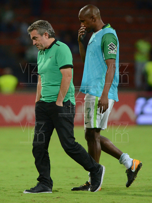 MEDELLIN- COLOMBIA - 2 - 12 - 2017: Tristeza y decepción de Juan Manuel Lillo director técnico de Atlético Nacional al perder con el Deportes Tolima , durante partido de vuelta de los cuartos de final entre Atlético Nacional  y Deportes Tolima, de la Liga Aguila II 2017 en el estadio Atanasio Girardot de la ciudad de Medellín. / Sadness and disappointment of Juan Manuel Lillo coach of  Atlético Nacional players when losing with Deportes Tolima, during a match between Atletico Nacional and Deportes Tolima, of the quarter of finals for the Liga Aguila II 2017 at the Atanasio Girardot Stadium in Medellin city. Photo: VizzorImage  / León Monsalve / Contribuidor