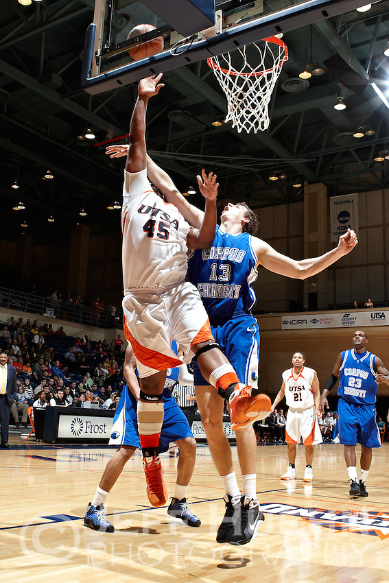 SAN ANTONIO, TX - FEBRUARY 18, 2009: The Texas A&M University Corpus Christi Islanders vs. The University of Texas at San Antonio Roadrunners Men's Basketball at the UTSA Convocation Center. (Photo by Jeff Huehn)