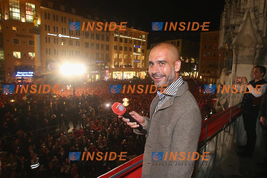 10.05.2014, Marienplatz, Muenchen, GER, 1. FBL, FC Bayern Muenchen Meisterfeier, im Bild Josep Guardiola, head coach of Bayern Muenchen speaks to the crowd Josep Guardiola, // during official Championsparty of Bayern Munich at the Marienplatz in Muenchen, Germany on 2014/05/11. EXPA Pictures © 2014, PhotoCredit: EXPA/ Eibner-Pressefoto/ EIBNER<br /> <br /> *****ATTENTION - OUT of GER***** <br /> Football Calcio 2013/2014<br /> Bundesliga 2013/2014 Bayern Campione Festeggiamenti <br /> Foto Expa / Insidefoto