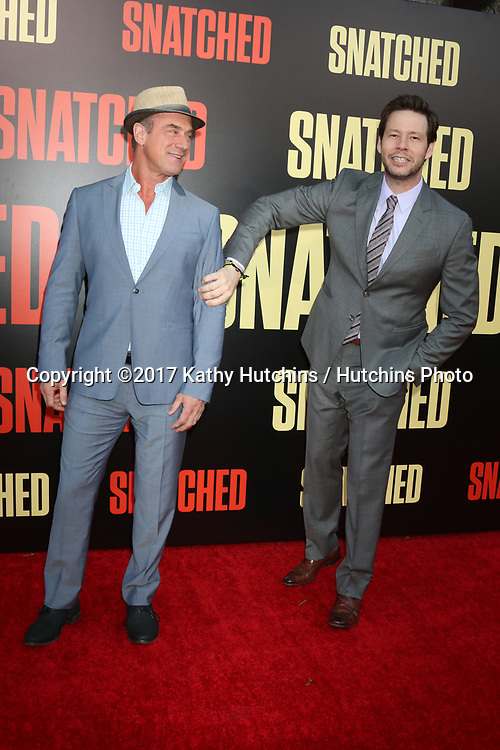 """LOS ANGELES - MAY 10:  Christopher Meloni, Ike Barinholtz at the """"Snatched"""" World Premiere at the Village Theater on May 10, 2017 in Westwood, CA"""