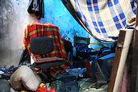 SAO PAULO, SP, 06 DE JANEIRO DE 2012 - CRACOLANDIA - Imoveis que eram ocupados pelos frequentadores da Cracolandia, na rua Helveita,  bairro de Campos Eliseos, centro da cidade, apos os viciados serem retirados deles pela Acao da Policia Militar, nesta manha de sexta-feira (06),  Foto Ricardo Lou - News Free