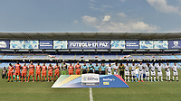 CALI - COLOMBIA, 16-02-2020: Jugadores del Atlético y Real durante los actos protocolarios previo al partido por la fecha 3 de la Torneo BetPlay DIMAYOR I 2020 entre Atlético F.C. y Real San Andrés jugado en el estadio Pascual Guerrero de la ciudad de Cali. / Players of Atletico and Real during the formal events prior match for the for the date 3 as part of BetPlay DIMAYOR Tournament I 2020 between Atletico F.C. and Real San Andres played at Pascual Guerrero stadium in Cali. Photo: VizzorImage / Gabriel Aponte / Staff