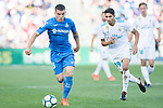 Mauro Wilney Arambarri Rosa of Getafe CF (L) in action during the La Liga 2017-18 match between Getafe CF and Real Madrid at Coliseum Alfonso Perez on 14 October 2017 in Getafe, Spain. Photo by Diego Gonzalez / Power Sport Images