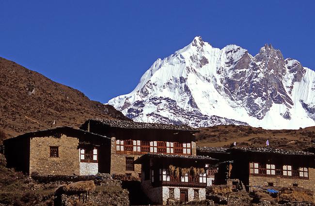 Le mont Tsendagang (6960m). *** The Tsendagang mount (6960m).