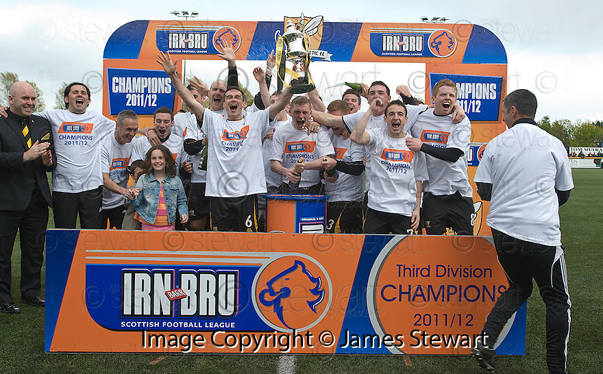 Alloa are crowned 3rd Division Champions.